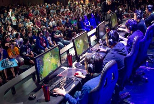 Pro Gamers playing LOL in gaming chairs
