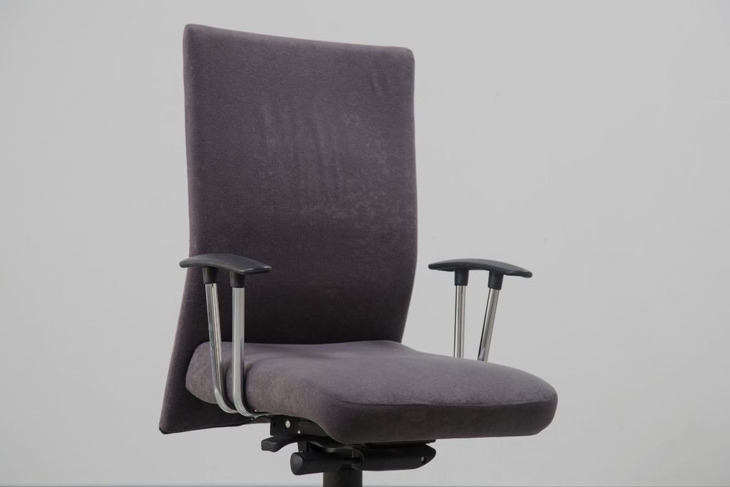 How to Fix a Chair that Leans Forward_Comfy Gaming Hub