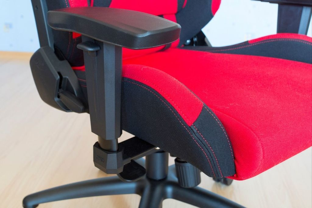 How to fix a computer chair that won't stay up_Comfy Gaming Hub